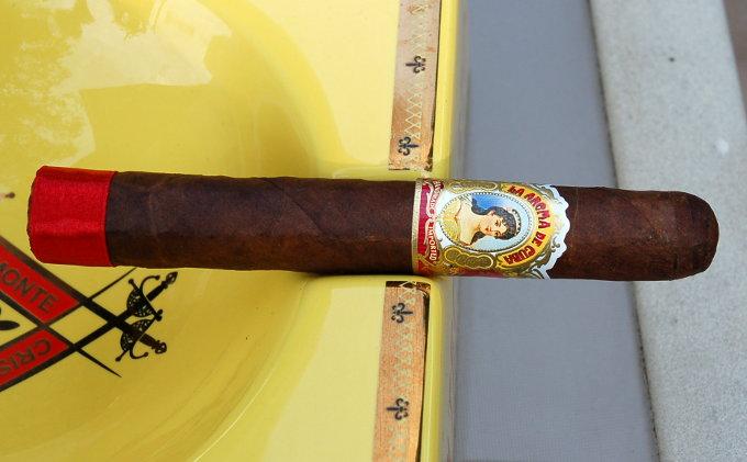 La Aroma De Cuba in an Ash Tray