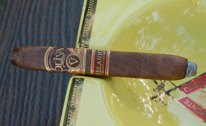 Oliva Serie V Melanio Figurado First Light