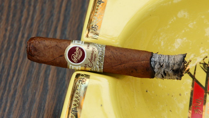 Padron 1964 Anniversary Series Exclusivo Natural Second Third
