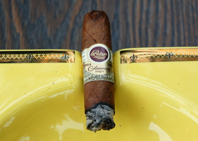 Padron 1964 Anniversary Series Exclusivo Natural Final Third