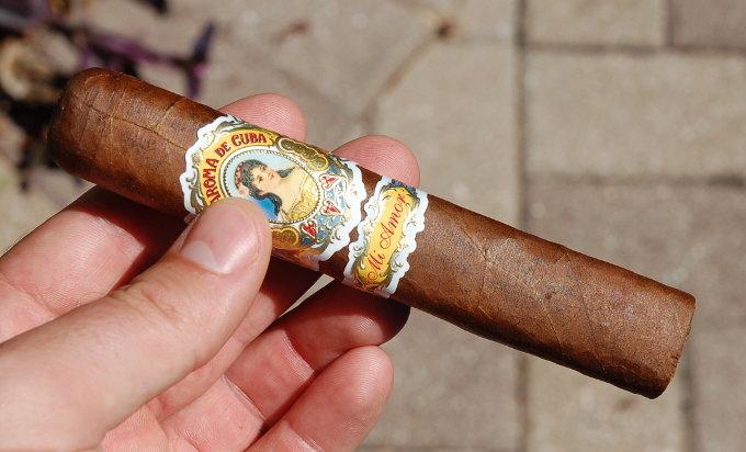 La Aroma de Cuba Mi Amor in Hand