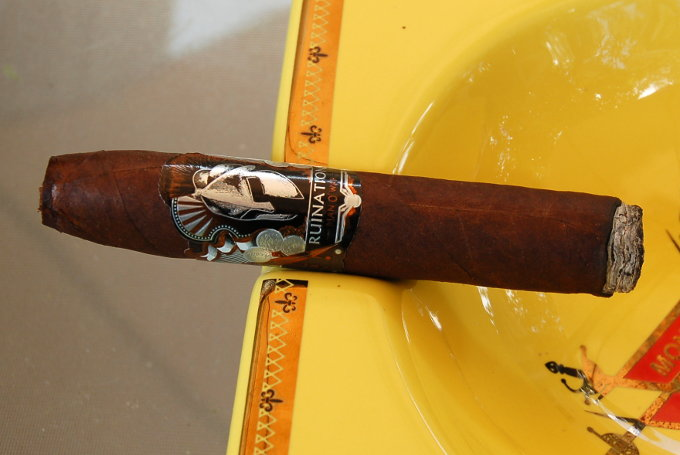 Man O' War Ruination Cigar in an Ash Tray