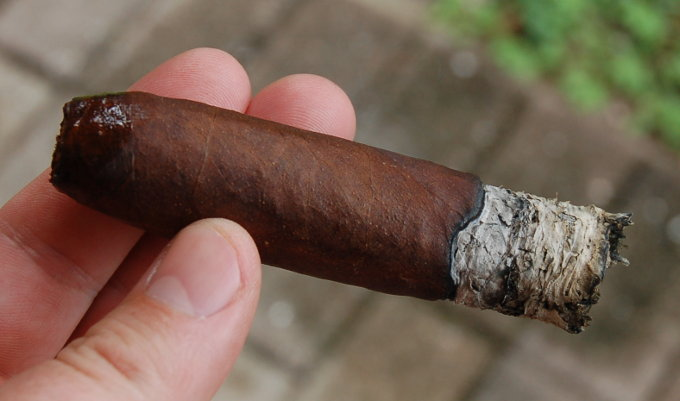 Man O' War Ruination Cigar Final Third
