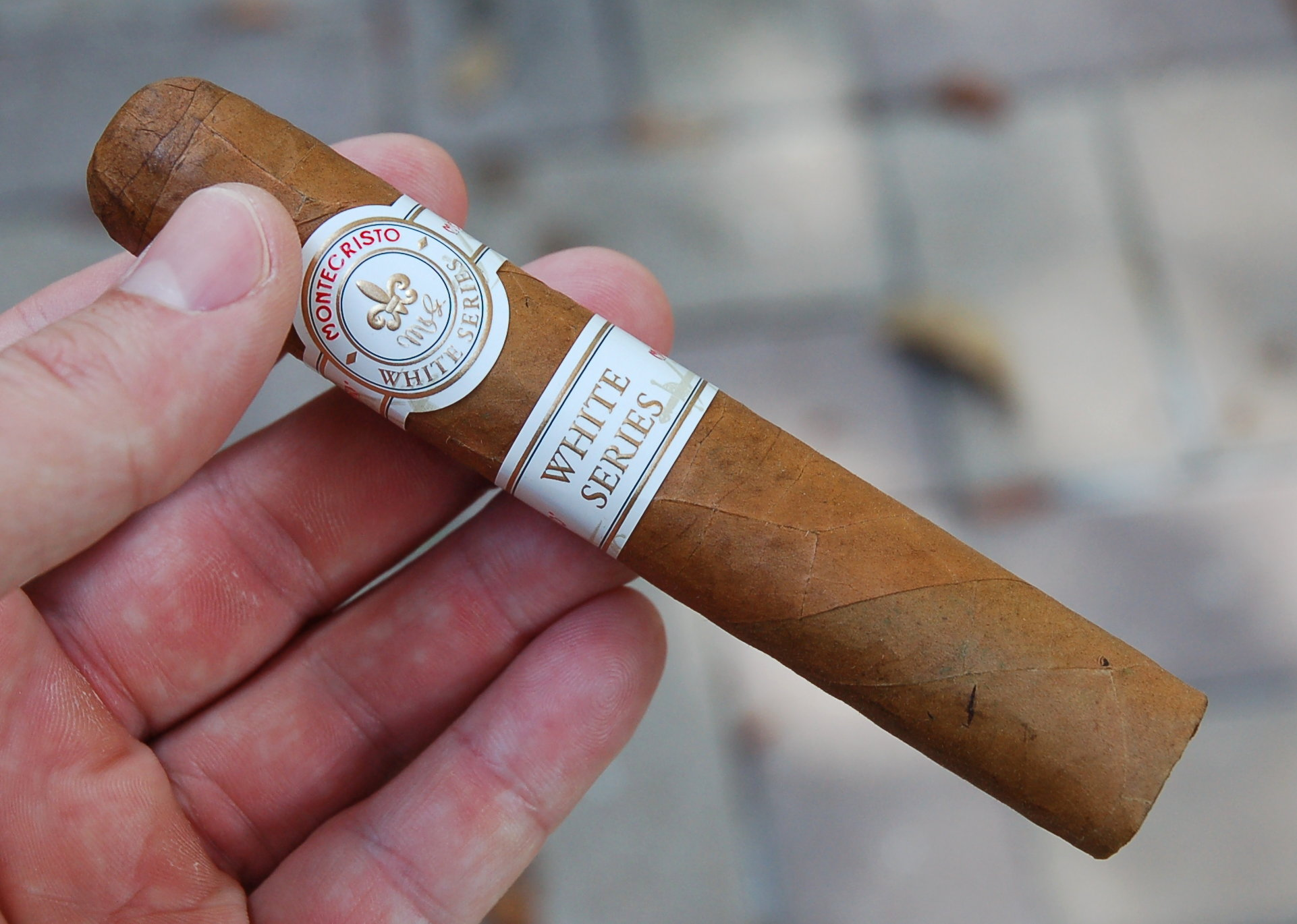 Montecristo White Series in Hand