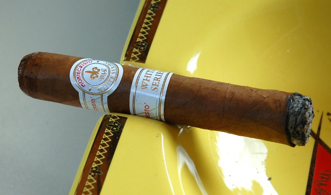 Montecristo White Series First Light