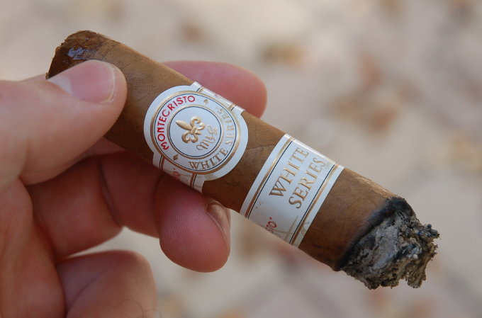 Montecristo White Series End of Second Third
