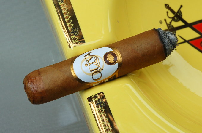 Oliva Connecticut Reserve Robusto Second Third