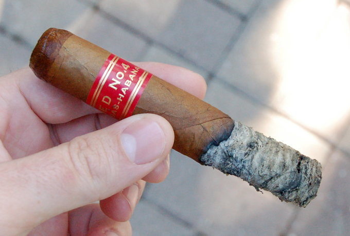 Partagas Serie D No. 4 Half Way